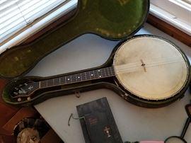 Gibson tenor banjo circa 1920