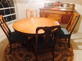 Beautiful Oak Table/4 chairs