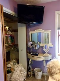 Vanity Mirrors, Accent Furniture, Decorative Pillows