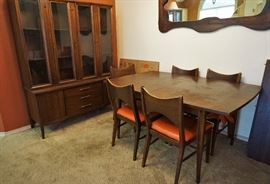 Broyhill dining room set. Dining table and chairs sold