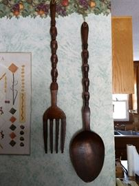 Oversized wooden fork and spoon. Splashy decor for any dining room! $30/pair