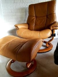 PAIR of Stressless recliners from Paul Schatz Furniture - like new condition!