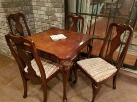 Game table w/ 4 chairs, retractable coasters and 1 drawer