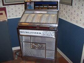 Wurlitzer 1963 model 2700 juke box with records