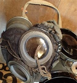 ORIGINAL WW1 GAS MASK IN CAN