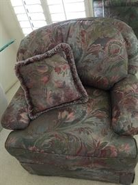 Thomasville Mauve Multicolored chair  approx 33 inch ht and 38 inch wide