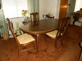 Queen Anne table/chairs