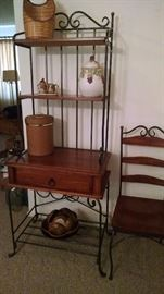 Metal and wood baker rack. Matches the dining table set.