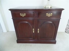 Ethan Allen bar/server w/ top that opens