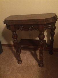 Set of 2 antique side tables
