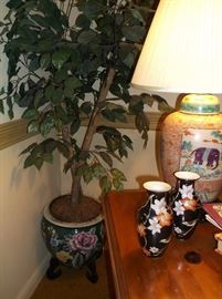 Jardinere w/ficus tree and pair of ginger jar lamps w/elephants