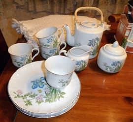 Takahaski teapot, creamer and sugar bowl, set of 4 dessert sets (can be purchased individually).