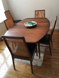 Milo Baughman Dillingham dining room table and 5 chairs, plus 1 chair as is. Nice mid century set