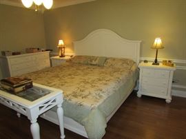 King size Broyhill bed, two matching side cabinets, dresser, sofa table, two matching bronze bedside lamps