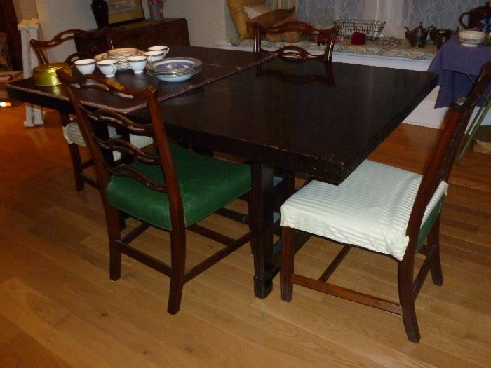 Vintage Dining Room Table w/pads