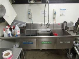 3 Bay Stainless Steel Sink With Hose/Faucet