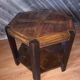 Six sided in table with very thick glass top