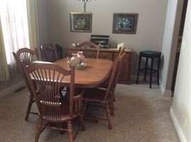 Amishville Dining Room Table, 2 Captains Chairs, 4 chairs with Matching Buffet - LIKE NEW