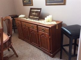 Amishville Dining Room table and chairs with matching buffet - LIKE NEW
