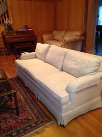 White 3-cushion sofa