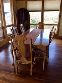 Bob Timberlake Dining Table with 6 chairs (6'4)