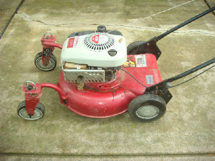 White Outdoor mower w/ 6.5hp Briggs Industrial Motor
