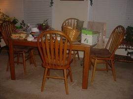 Maple dining set with 4 chairs