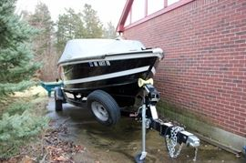 19' 2014 Lund 1875 Crossover XS LIKE NEW CONDITION!  There are less than 20 Hours on the Motor!