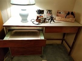 Vintage exam table in excellent condition!
