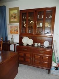 Beautiful hutch by Heywood Wakefield - Cliff House  In wonderful condition. - Matching table, 6 chairs, two leaves and pads