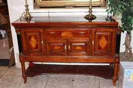 buffet, MATCHES CHINA CABINET TABLE TWO LEAFS AND SEVEN CHAIRS  2 lamps
