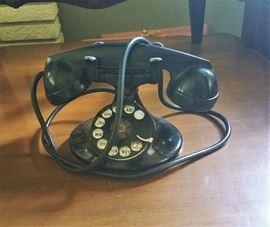 nice 1940's dial desk phone