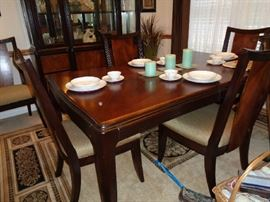dining table that matching china hutch