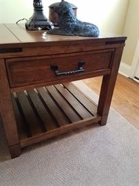 Fabulous wood end table with drawer and shelf for storage. Matching piece to the coffee table.