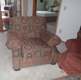 OVER SIZE SIDE CHAIR, BAD PICTURE WILL ADD A BETTER ONE