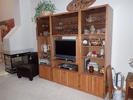 OAK WALL UNIT COME IN THREE PIECES VERY FUNCTIONAL AND NICE LOOKING