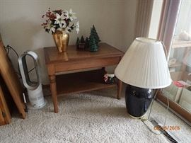 SIDE TABLE / LAMP WITH SHADE AND ACCESSORIES