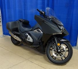 2015 Honda NM4 Motorcycle, VIN # JH2RC8119FK000202, 866 Miles, 670cc Parallel Twin Engine, Batman / Stealth-Fighter Styling