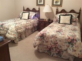 Broyhill Premier Twin Bed Suite