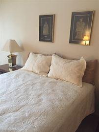 Adjustable bed - Queen - by Saatva - BRAND NEW - never slept in.