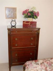 RALPH H. WHITICOMB ANTIQUE FURNITURE EXCELLENT COMDITION
