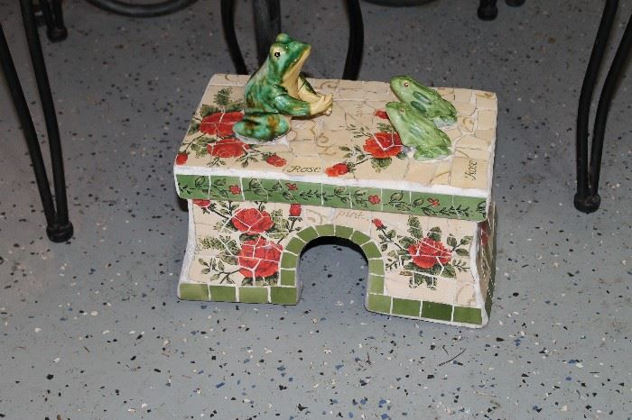 Frog House (among other gardening items)