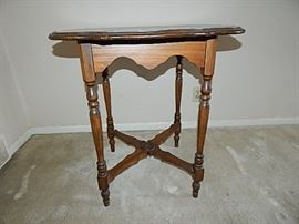 Side Table  https://www.ctbids.com/#!/description/share/7889