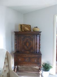 ANTIQUE BUFFET CABINET WITH BOTTOM DRAWER, BEAUTIFUL DETAIL!