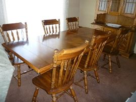 WOOD DINING TABLE W/2 LEAFS, PADS & 6 CHAIRS