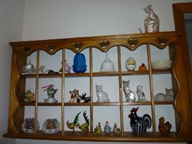 WOOD DISPLAY SHELF, CAT & ROOSTER FIGURINES, ORREFORS CANDLE HOLDERS