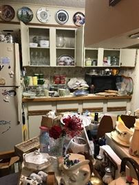 Packed kitchen - vintage goodies