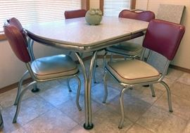 30's Dining table with 6 chairs