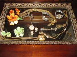 Dresser tray, some jewelry