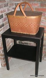 Small endtable, basket